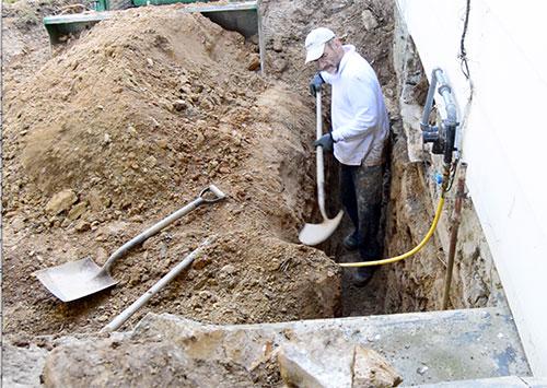 ron-digging